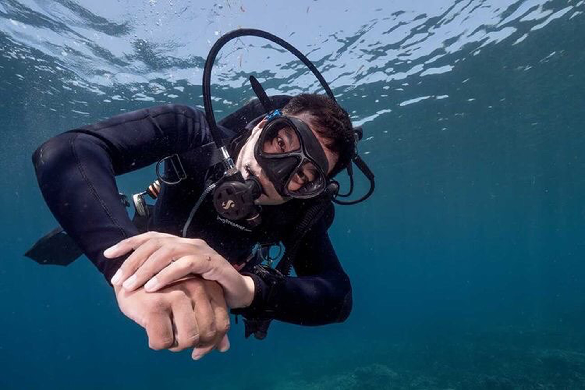 VIDEO: I Ssssee You: Diver Swims With One Of The World's Deadliest Snakes