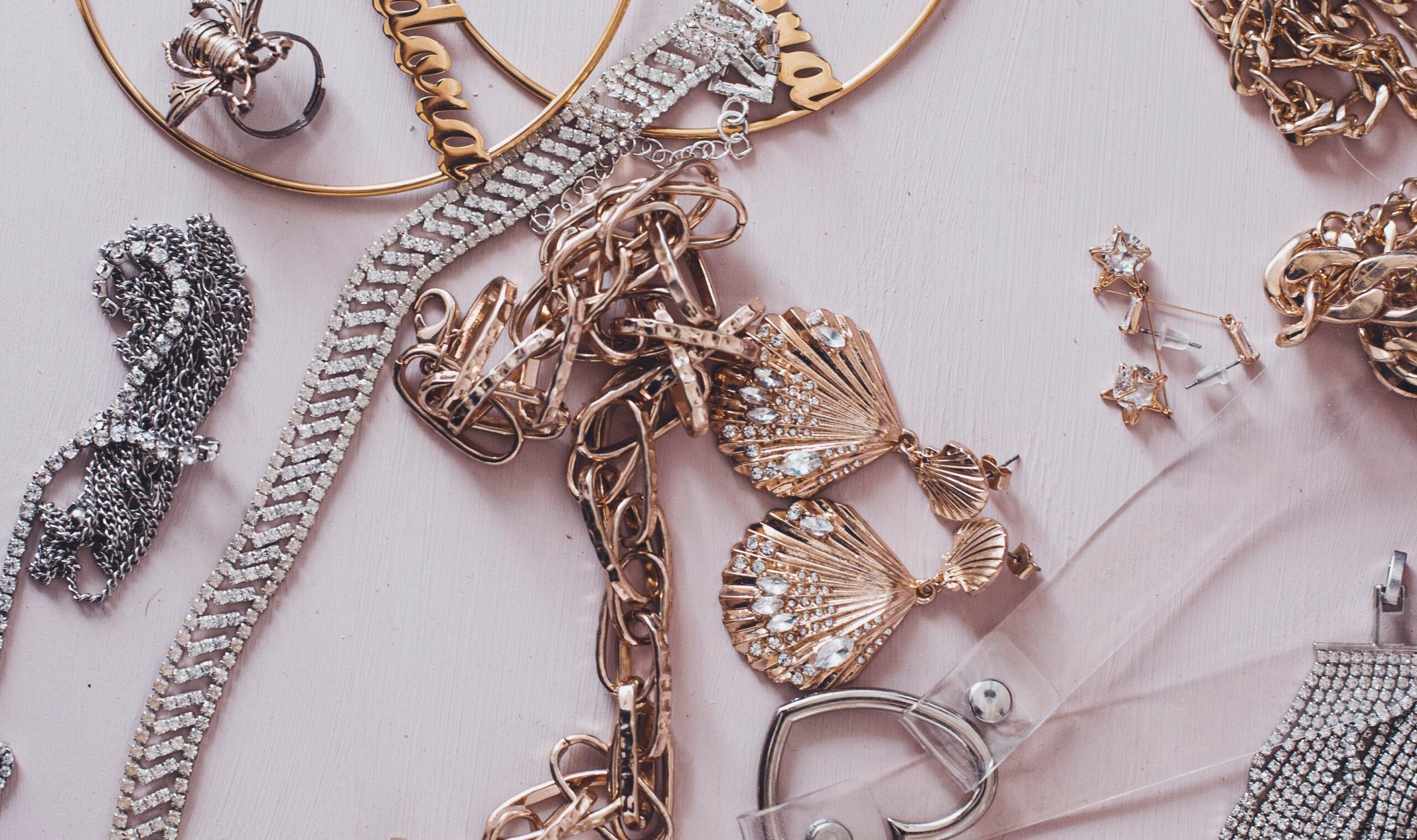 La orfebrería ofrece piezas únicas de joyería