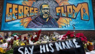 Ajuste de cuentas a un año de distancia: un monumento a George Floyd, cerca de donde fue asesinado por el oficial Derek Chauvin en Minneapolis, el Día de los Caídos en 2020, da cuenta del impacto de su muerte en los estadounidenses. (Stephen Maturen/Getty Images)