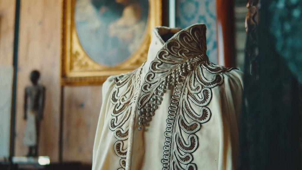 VIDEO: Blooming Heck: Empress's Underwear Goes Under Hammer In $90,000 Auction