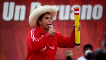 El candidato de Perú Libre, Pedro Castillo, se presenta en un evento de campaña el 22 de mayo de 2021, en Lima, Perú. (Raul Sifuentes/Getty Images)