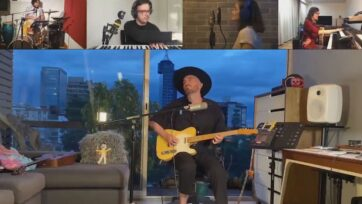 El cantante de Famasloop Alain Gómez filmó su parte de un concierto digital desde un departamento en la Ciudad de México y notó una extraña luz en el cielo. (Famasloop/Zenger News)