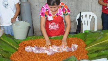 La masa de maíz se rellena de carnes de diferentes tipos y todo se envuelve en varias hojas de plátano. (Gobierno de México)