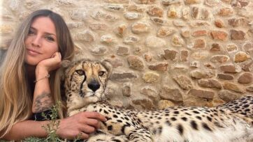 Lisa Kytösaho with a cheetah in South Africa. (@lisatorajaqueline/Zenger News)