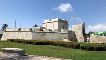 El a href=http://sic.gob.mx/ficha.php?table=museo&table_id=149Baluarte de Santiago/a es uno de los vestigios de la época de la colonia, cuando la ciudad de Veracruz estaba rodeada de una muralla. strong(Christian Valera Rebolledo/Café Words)/strong