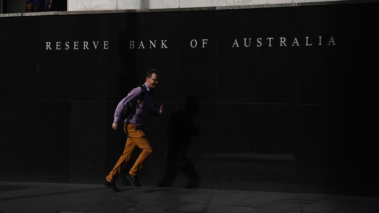 Australian Economists Ponder Earlier Cash Rate Rise