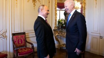 El presidente de Estados Unidos, Joseph R. Biden Jr., a la derecha, y el presidente ruso, Vladimir Putin, se reúnen en Villa La Grange en Ginebra, Suiza, el 16 de junio. (Peter Klaunzer - Pool/Keystone vía Getty Images)