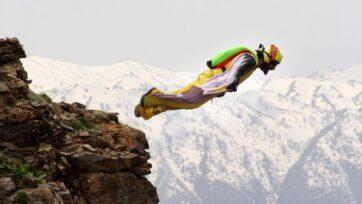 Cengiz Kocak, who flies with a wingsuit every day after work. (@cengiz.kocak/Zenger News)