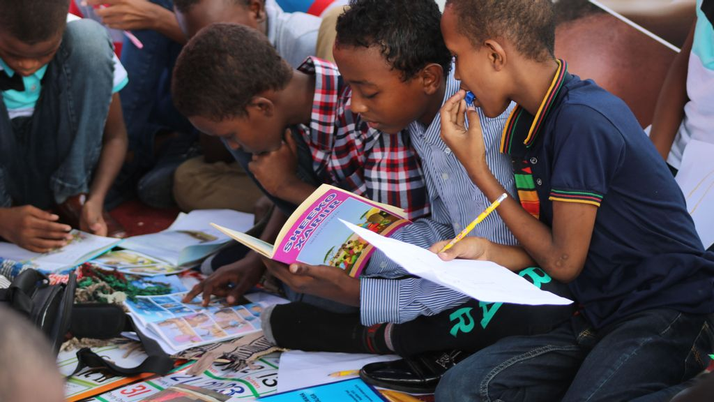 Study Dispels Myth: Boys Like Reading Fiction