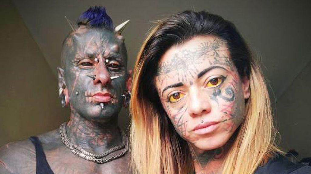 Michel Faro Prado, known for mutilating his body to look like the devil, in a photo with his wife, Carol (@a_mulher_demonia/Zenger News).