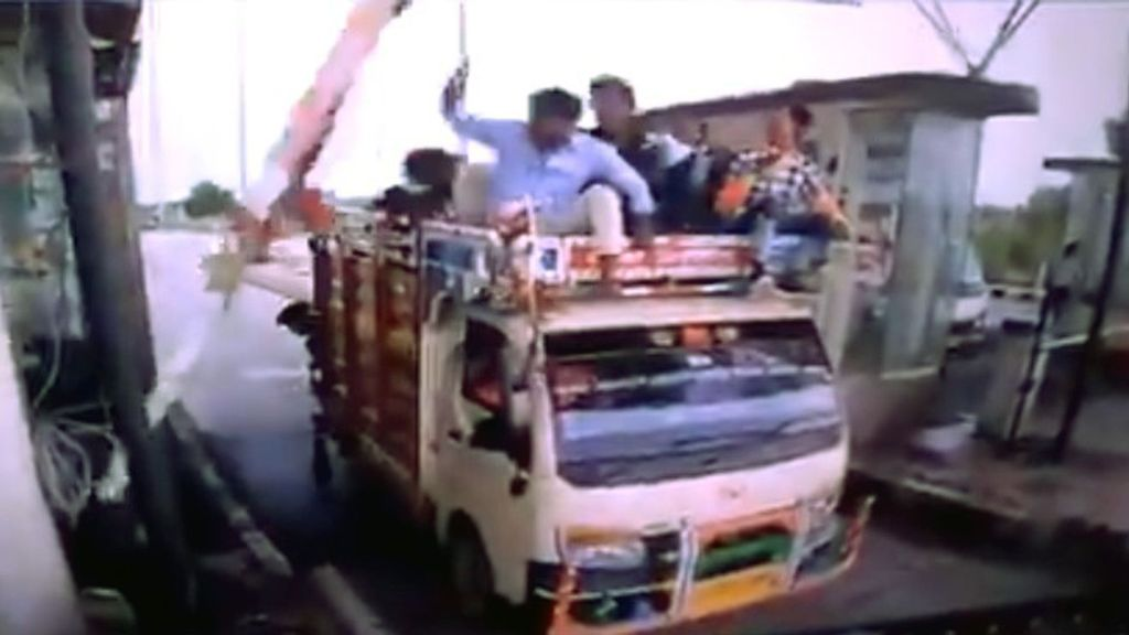 VIDEO: Watch This Toll Booth Arm Batter a Van's Rooftop Passengers