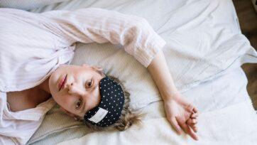 strongAnnals of Behavioral Medicineanalizó las consecuencias de dormir menos de seis horas durante ocho noches consecutivas — la cantidad mínima de sueño que los expertos afirman como necesaria para la salud óptima en adultos promedio. (Cottonbro/Pexels)/strong