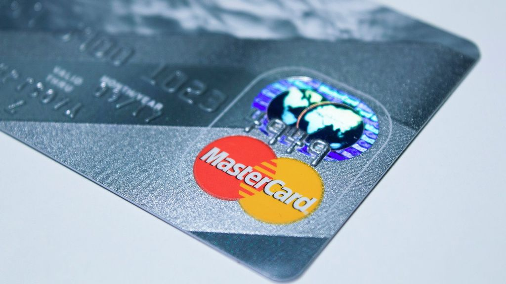 India's Central Bank Bans Mastercard From Issuing New Cards In India