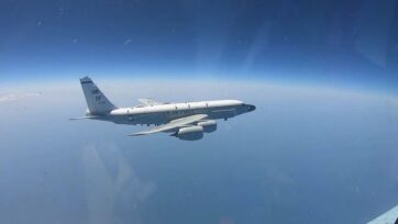 The strategic RC-135 Intelligence aircraft of the U.S. Air Force was escorted by Russian aircraft over the neutral waters of the Black Sea on July 14. (@mod.mil.rus/Zenger)