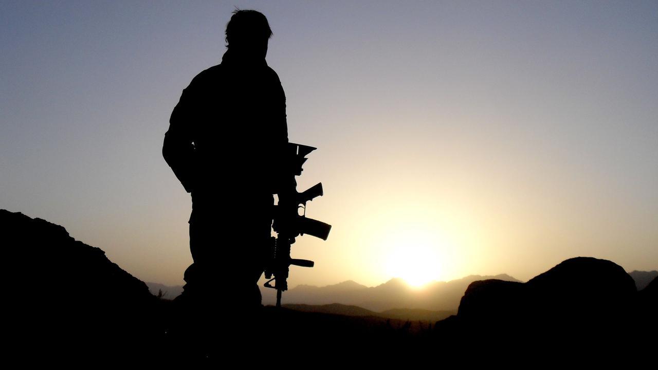 Australian War Veteran Burns Service Medal For Stranded Afghan Interpreters