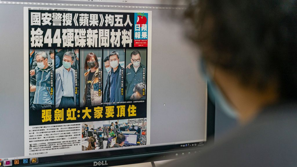 Hong Kong Police Arrests Top Staff Of Defunct Pro-Democracy Local Newspaper