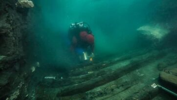 A warship wreck from the Batlamic era was uncovered at the sunken city of Heracleion in Abu Qir Bay in Alexandria during an underwater excavation led by the European Institute for Underwater Archeology. (The Egyptian Ministry of Tourism and Antiquities/ Zenger)