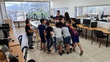 Arab and Jewish schoolchildren gather in Majd al-Krum for hands-on science activities. (Courtesy of Moona)