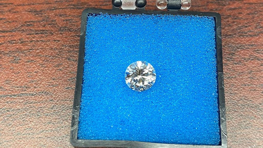 <p>The missing diamond that was recovered by a TSA officer at JFK International Airport in New York and later returned to the traveling honeymooners. (TSA/Zenger)</p>