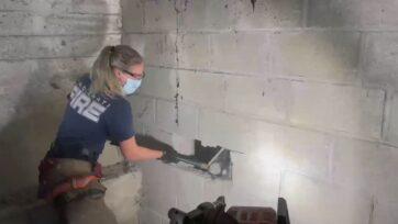 strongBomberos rescatan a perro atrapado entre muros de concreto en Ohio. (@Cincinnati.Fire.Department/Zenger News)/strong