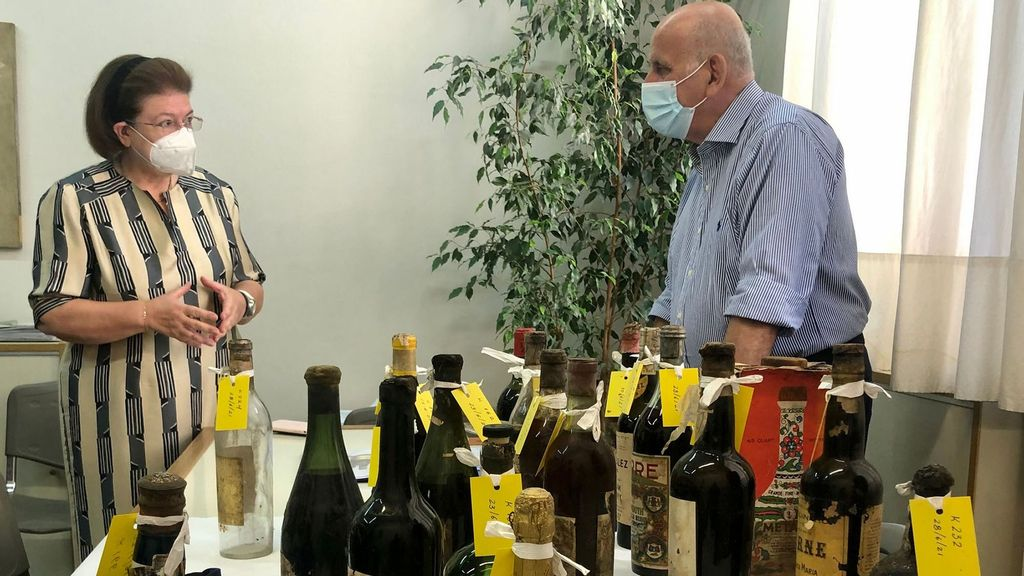 <p>Greek Minister of Culture Lina Mendoni and Periklis Baltas, the head of the historical archive at the Achaia Clauss winery, with some of bottles found in the Tatoi Royal Palace. (Greek Ministry of Culture/Zenger)</p>