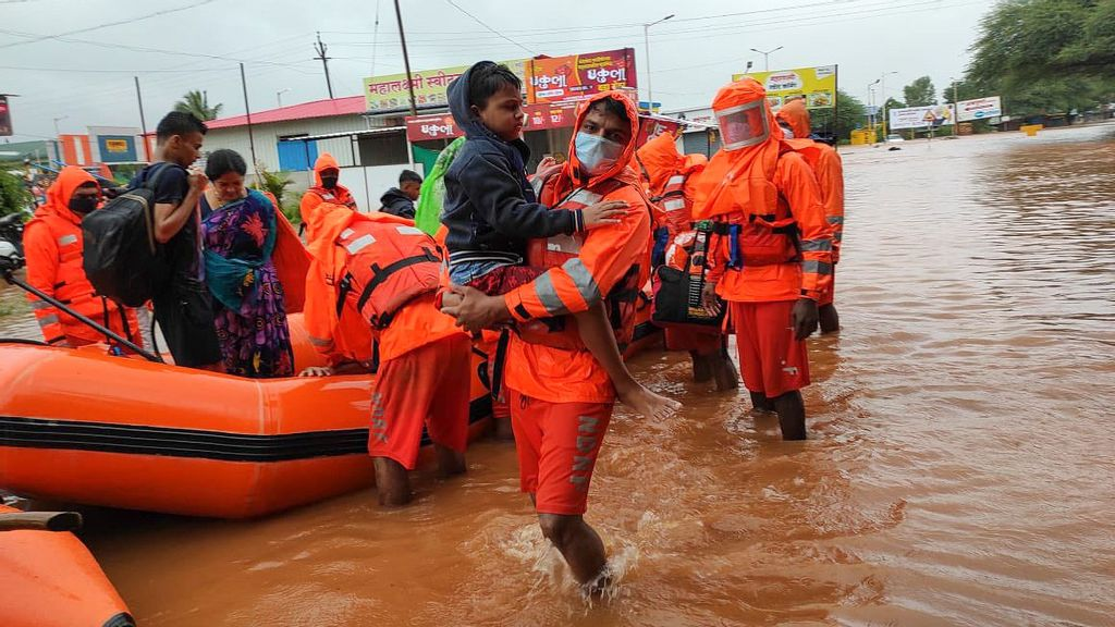 India's Most Populus State Hit With Floods, Hundreds Hit