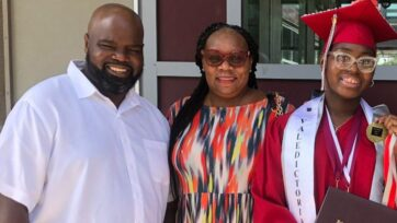 Rashanna y sus padres adoptivos, Andre Frison y Allison James-Frison. (Cortesía de Allison James-Frison)