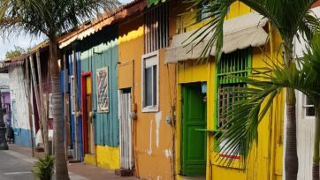 The colorful neighborhood houses are reflections of the jovial people who live there. (Carlos Ramírez/Café Words)