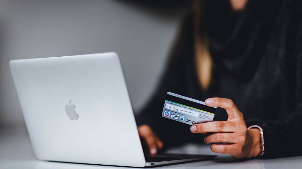 Domestic Operators Lead In Growing Indian E-commerce Market: Fitch
