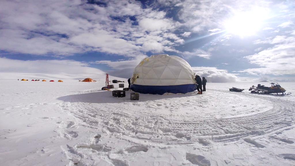 ¿Podrían virus antiguos atrapados en el hielo glaciar ayudar a descifrar los secretos del cambio climático?