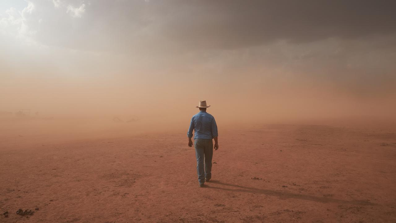 """""""It Was Just Like Being On Mars"""", Snap Of Sandstorm Wins Australia's National Photographic Prize"""