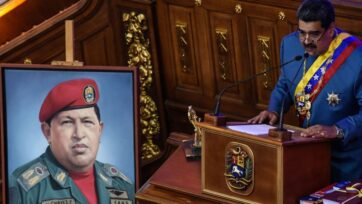 Hugo Chávez is the central figure of the political movement 'Chavismo,' named after him. In the photo: current President Nicolás Maduro speaks next to Chávez's picture in January 2021. (Carolina Cabral/Getty Images)