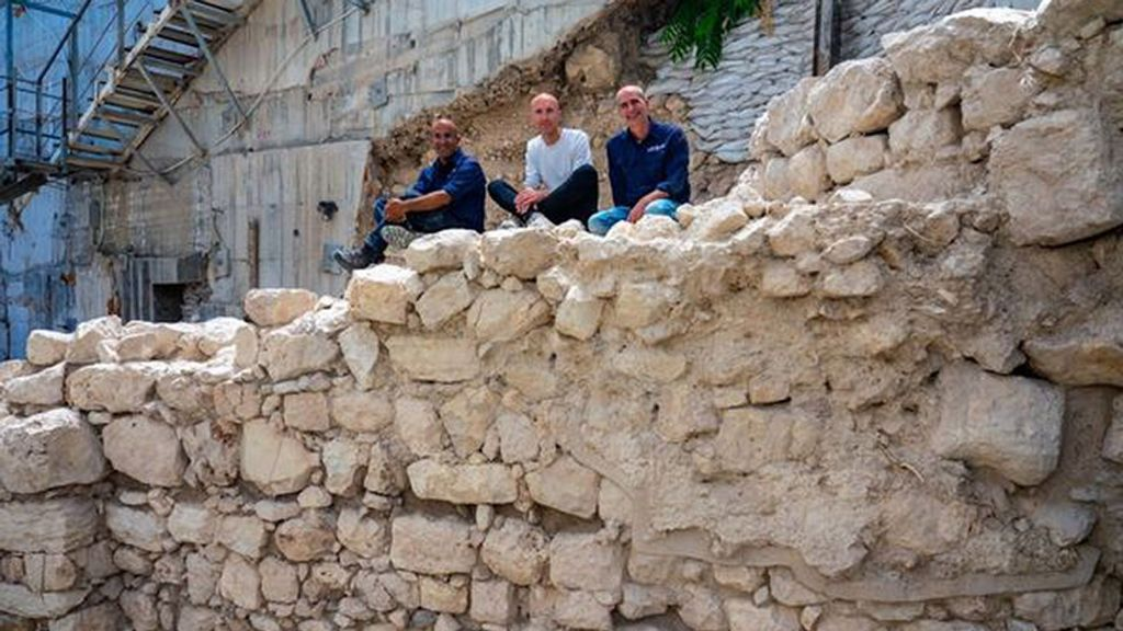 <p>The excavation directors sit on the exposed section of the First Temple-era protective wall on Jerusalem's eastern side. (Yaniv Berman, Israel Antiquities Authority/Zenger)</p>