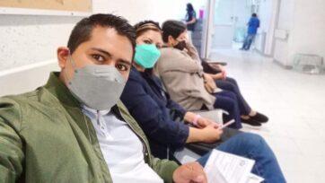 Marco Domínguez y su esposa, Berenice Ramírez, se preparan para la cirugía. Ella le donó un riñón. (Marco Domínguez/Zenger)