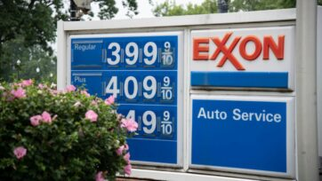 Strong demand has pushed retail gasoline prices to the highest national average since October 2014. (Zoey Zou/Zenger)