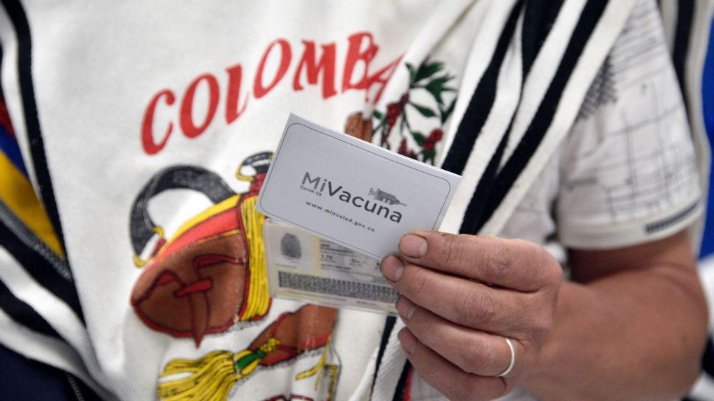 Latinoamericanos viajan a Estados Unidos para recibir vacunas donde no faltan