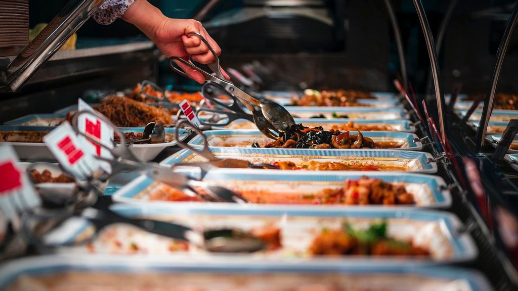 Weigh To Grow: People Who Load Their Plates At All-You-Can-Eat Buffets Will Pile On The Pounds