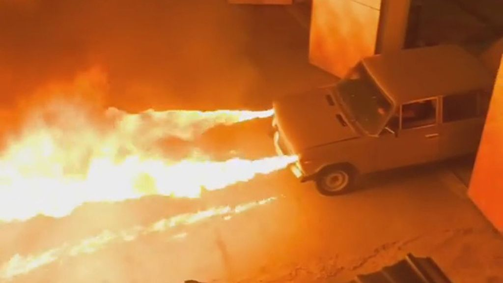 VIDEO: Mechanic Turns Russian Junker into Flame-Throwing 'Hot Rod'