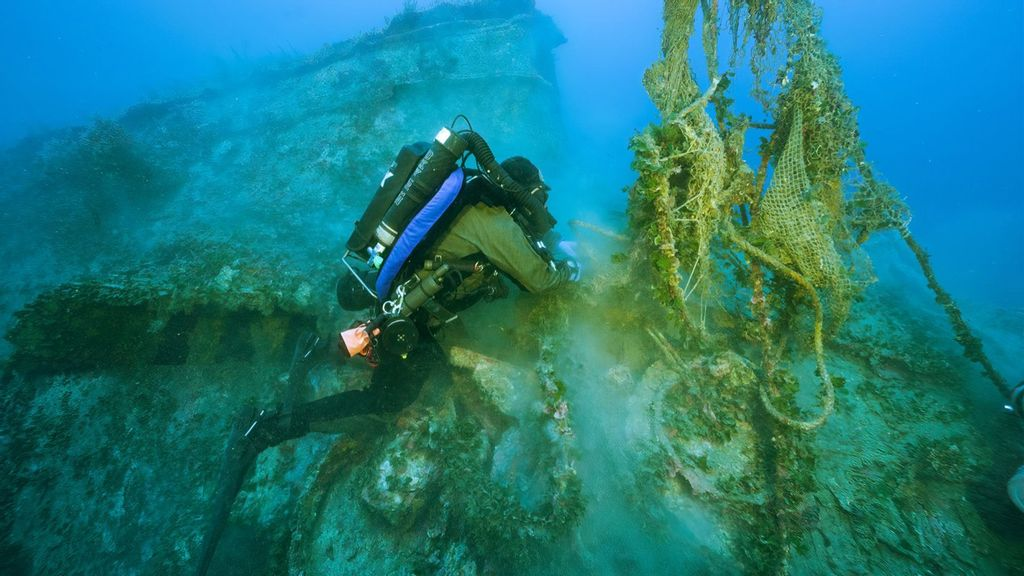 Net Wanted: Divers Clear Dumped Trawler Gear From Wreck Of Historic Royal Navy Warship