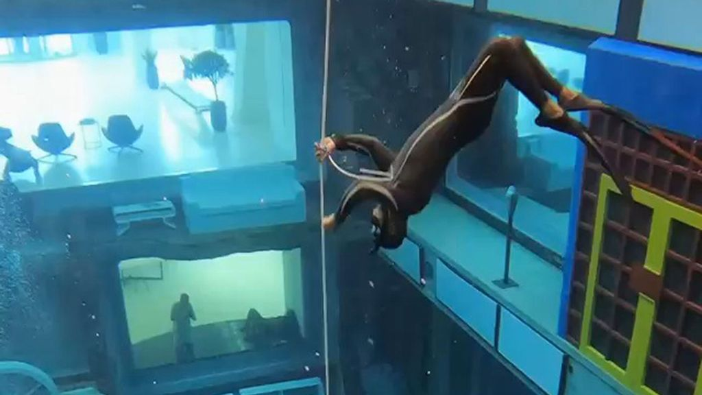 VIDEO: Scuba Diver Reveals Secrets of 'Lost City' in the World's Deepest Pool