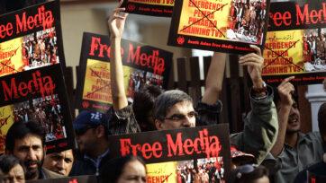 Pakistani Journalists Protest Media Restrictions