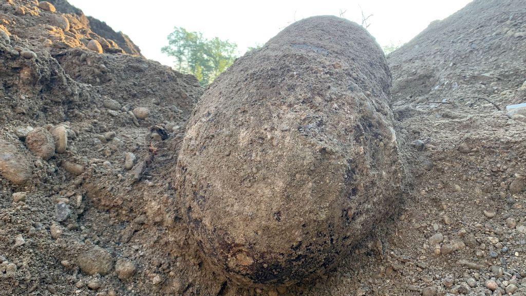 Tanks! Builders Unearth Giant Unexploded Bomb On Construction Site Near WWII Nazi Panzer Factory