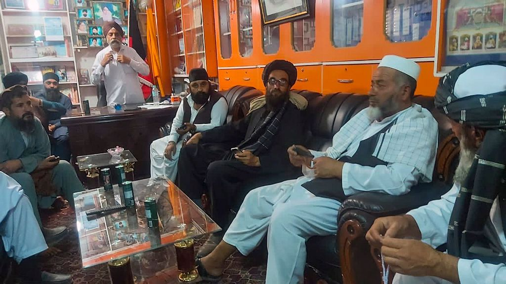 Hindus, Sikhs In Afghanistan Take Refuge At Gurdwara In Kabul; Taliban Assures Them Safety