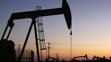 strongLa Administración de Información Energética informó que los inventarios totales de petróleo crudo comercial disminuyeron aproximadamente 400 mil barriles con respecto a la semana anterior, y permanecen alrededor de un 6 por ciento por debajo del rango de cinco años para esta época del año. (Fotografía de David McNew/Getty Images)/strong