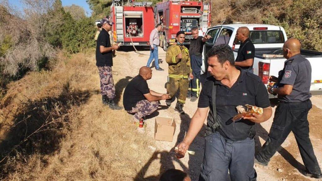 Israelis, Palestinians Jointly Fight Forest Fires Near Jerusalem