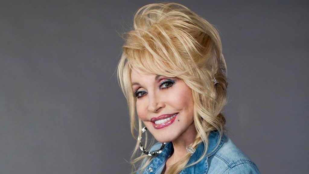 """Dolly Parton Reflects On Donating For Moderna's Covid-19 Vaccine, Says She Was """"Happy"""" To Help"""