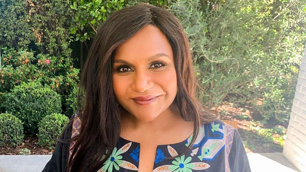 """Mindy Kaling Recalls """"Devastating Moment"""" When She Felt Self-Conscious About Her Body"""
