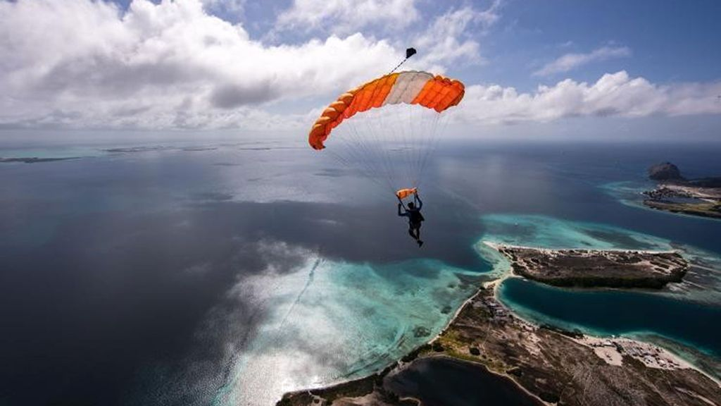 VIDEO: El Of A Career Change: Man Trapped In Mexico By COVID-19 Turns Pro Skydiver