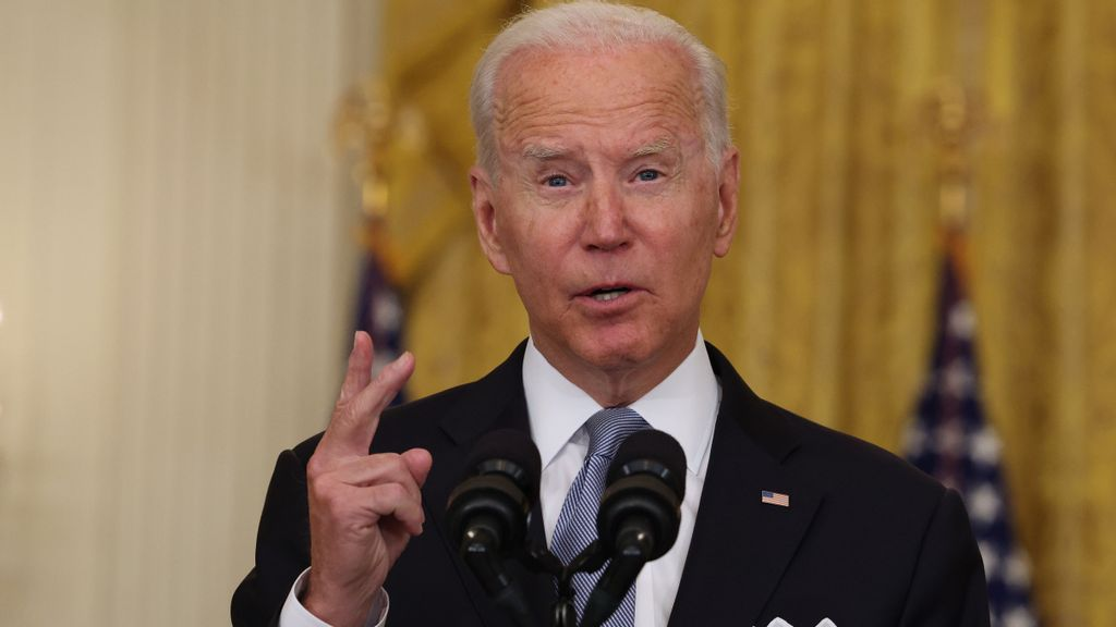 <p>U.S. President Joe Biden gestures as he gives remarks on the worsening crisis in Afghanistan from the East Room of the White House August 16, 2021 in Washington, DC. Biden cut his vacation in Camp David short to address the nation after the Taliban seized control in Afghanistan two weeks before the U.S. was set to complete its troop withdrawal after a costly two-decade war. (Anna Moneymaker/Getty Images)</p>