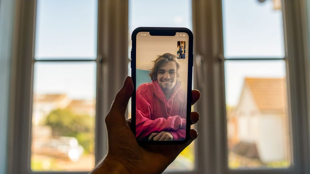 Facebook Testing To Add Video, Voice Call Features Back To Main Application